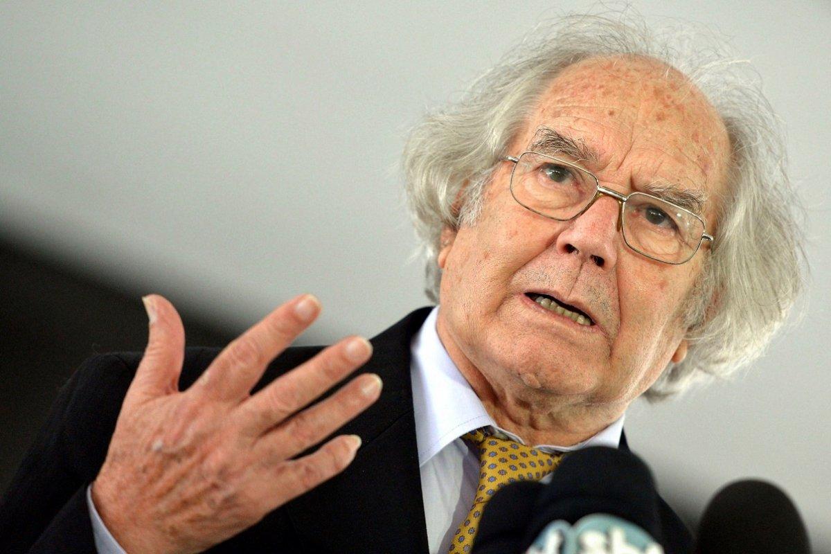 El Nobel de la Paz, Adolfo Pérez Esquivel, fue uno de los que cuestionó a Duhalde
