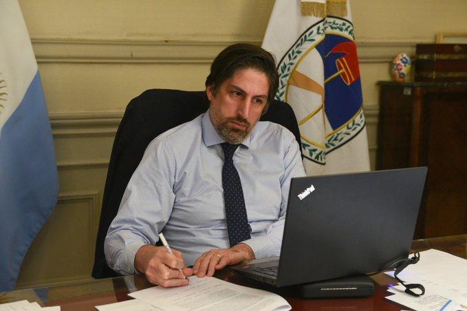 El ministro de Educación aventuró un 2021 complicado
