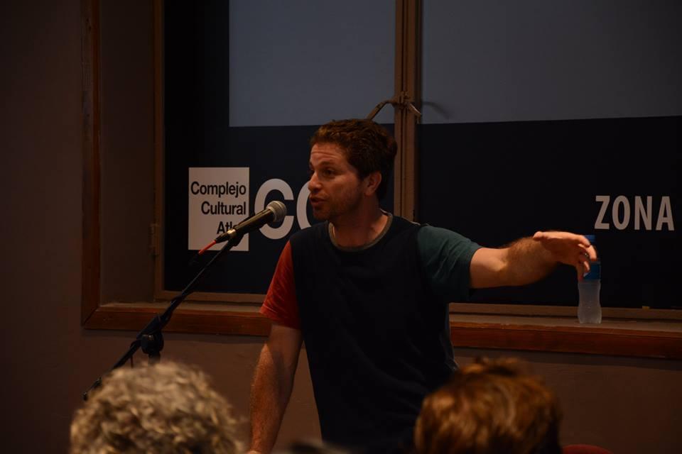Singer en un taller de filosofía presencial en el Atlas, antes de la pandemia.