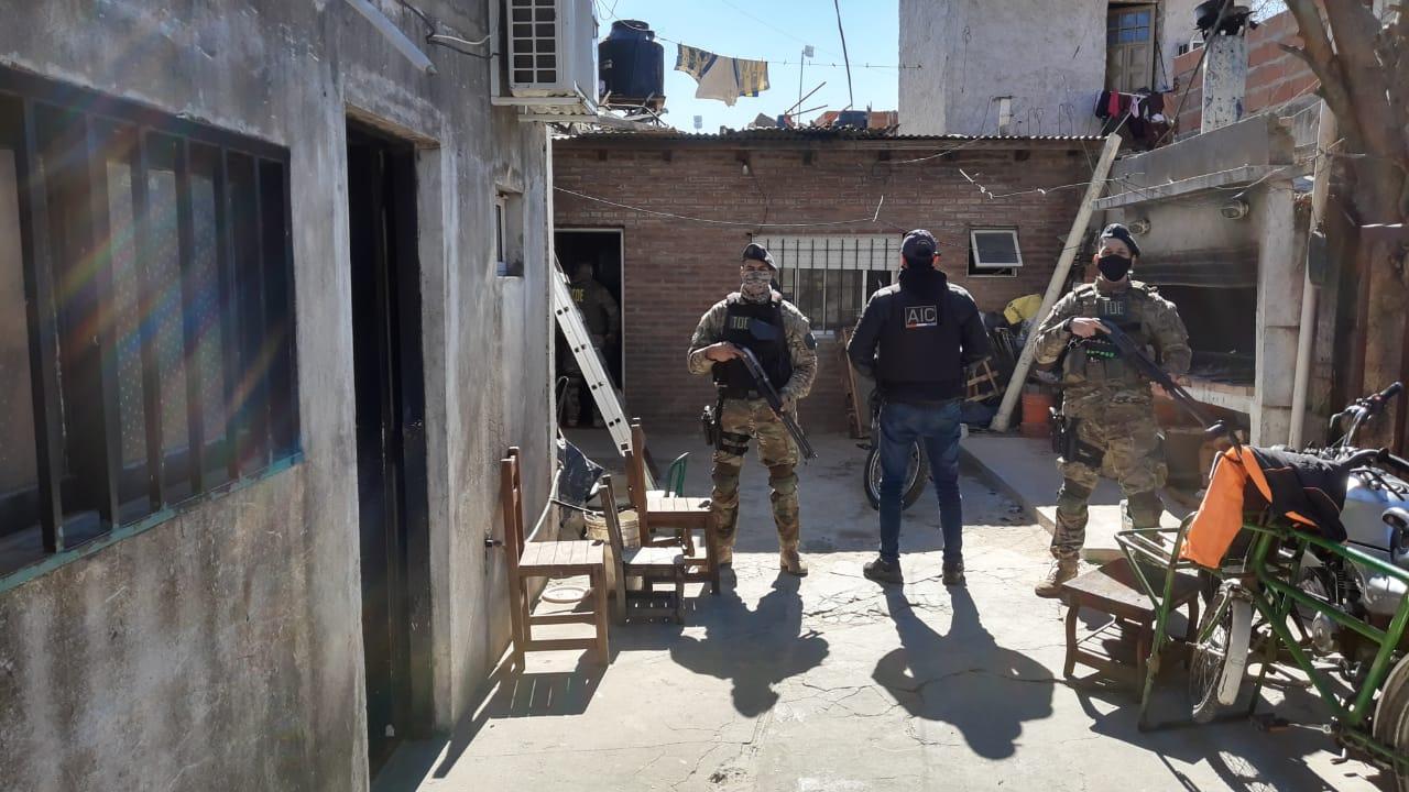 Una de las viviendas allanadas este sábado en el marco de la investigación del crimen.
