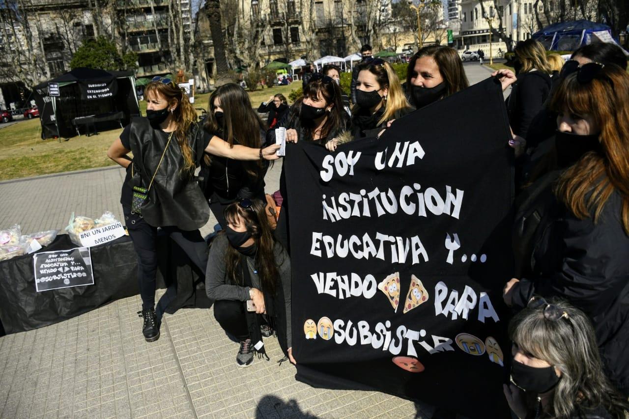 Carpa negra de los docentes de jardines maternales. (Foto:Rosario Plus)