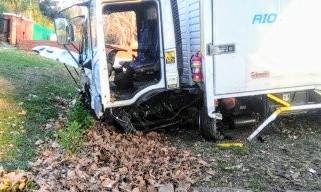 Así quedó el camión. Su conductor sobrevivió.