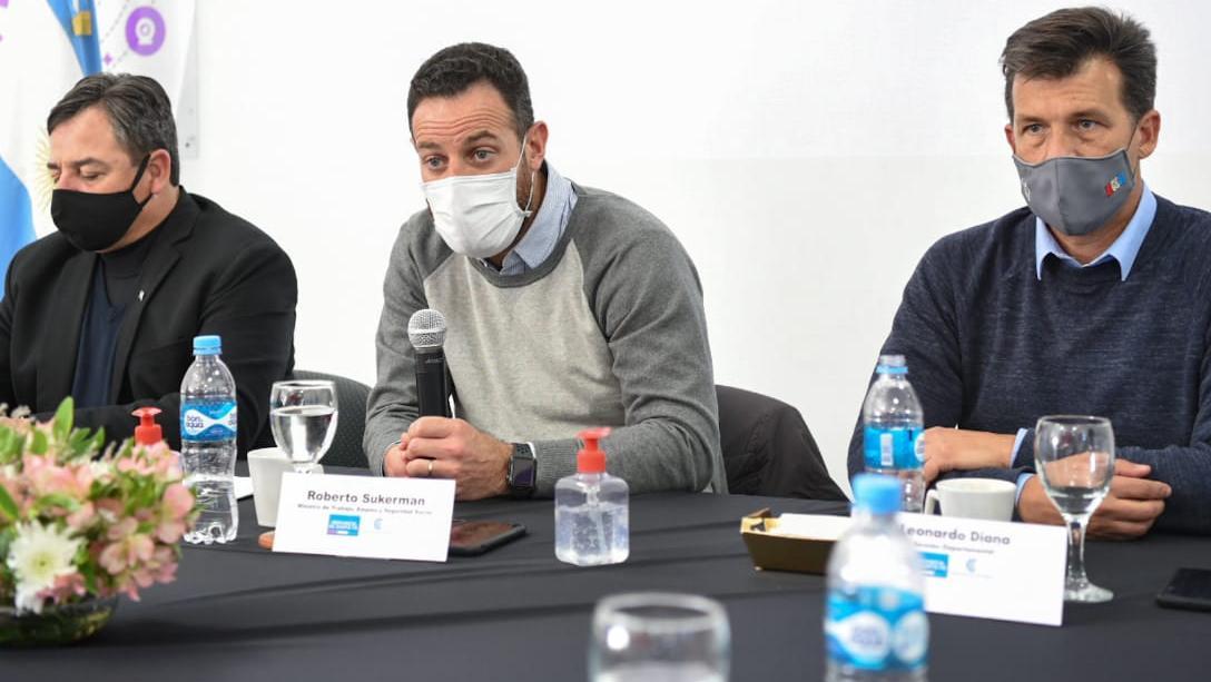 El ministro se reunió con decenas de gremialistas por la Ley ART.