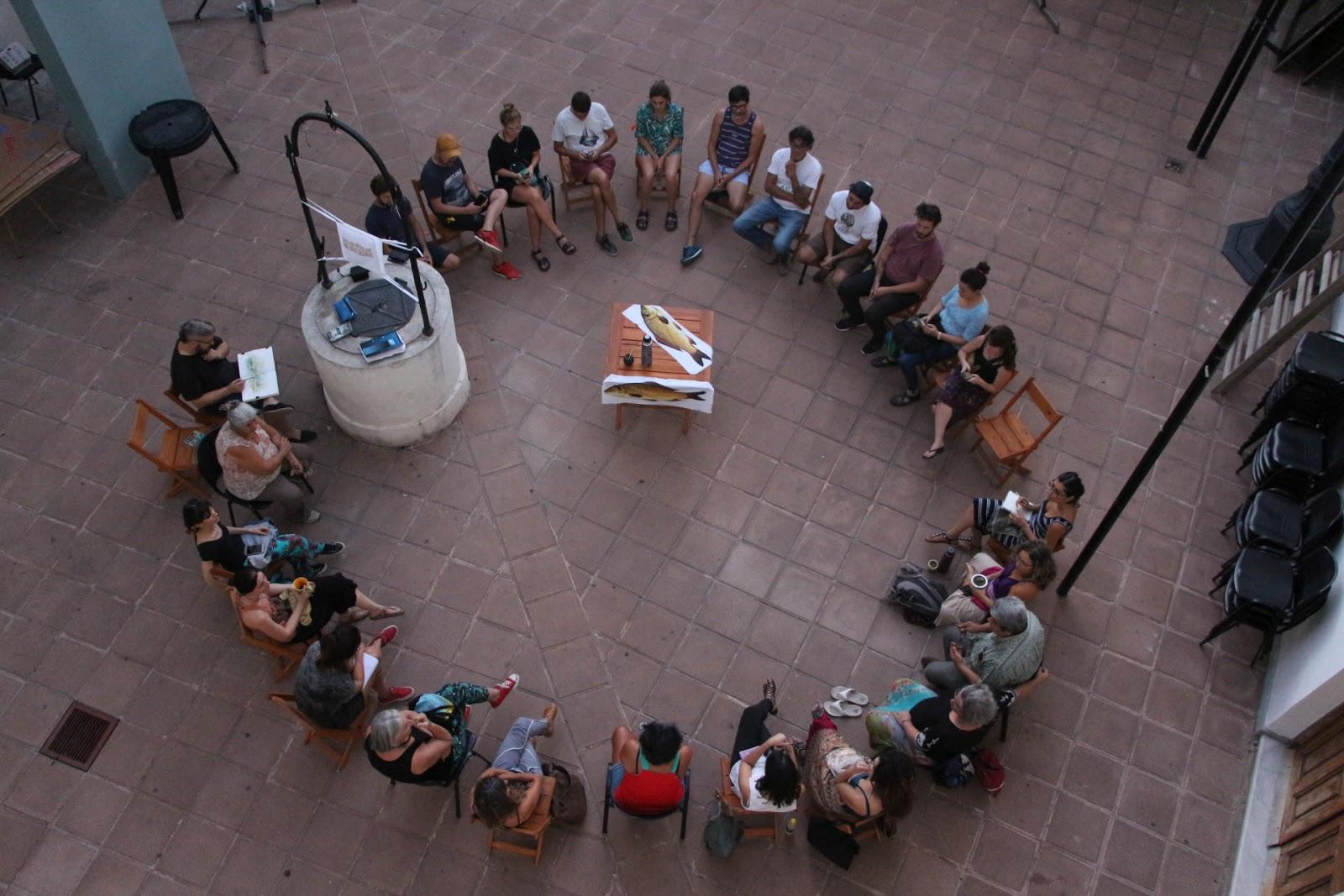 Hombres y mujeres desde diferentes saberes y experiencias, en comunión por el humedal. (foto: Taller Flotante)