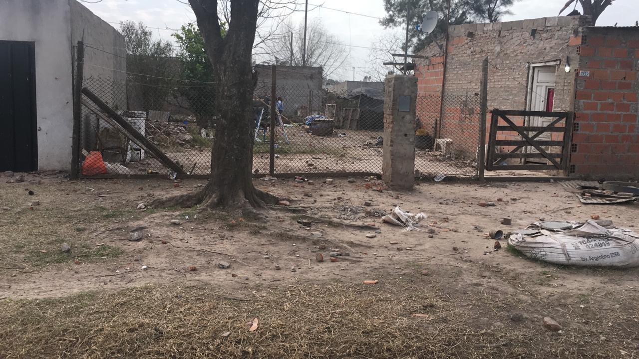El barrio quedó tapado de piedras.