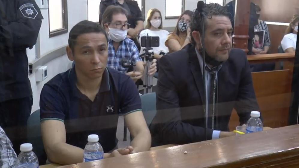 Valdez junto a su abogado defensor.