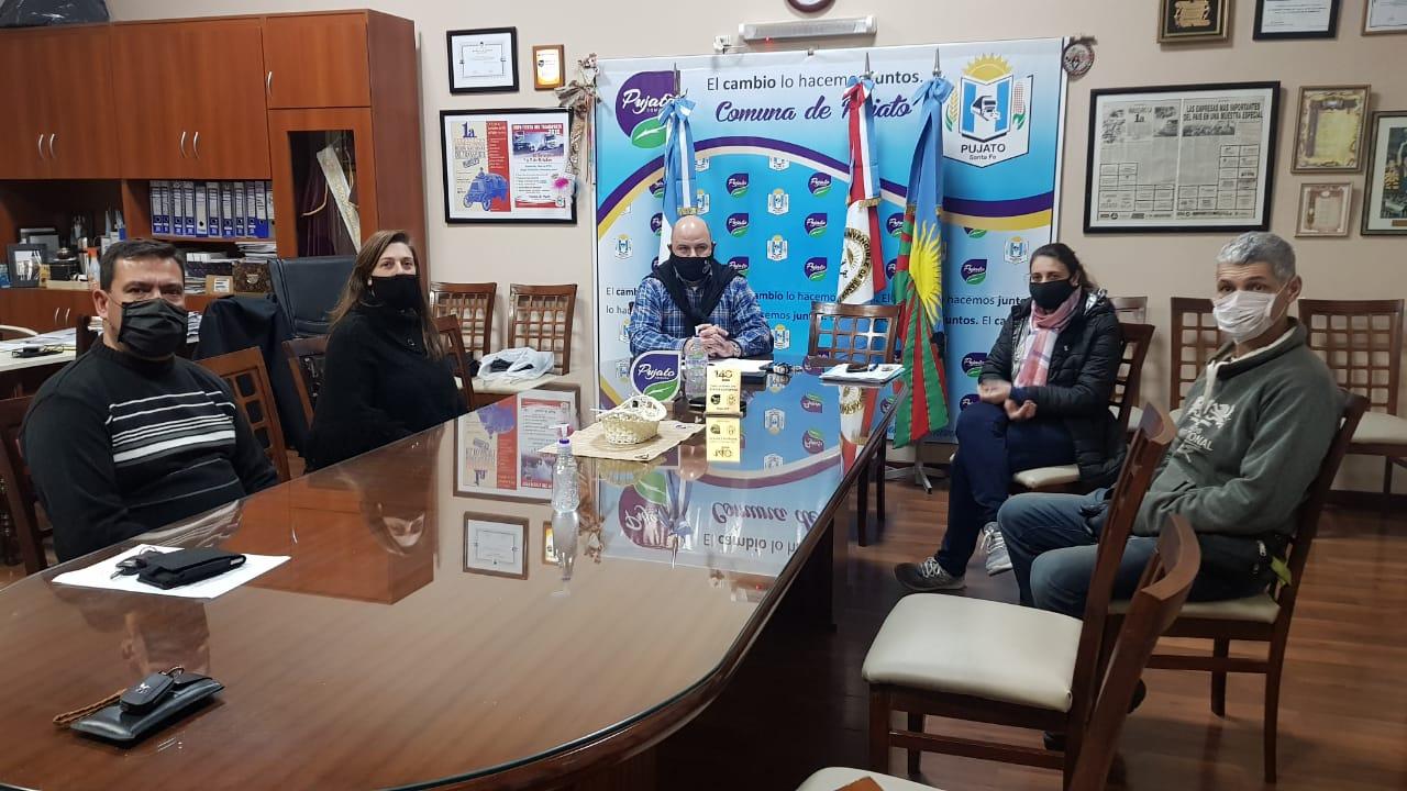 El Comité reunido previo a la conferencia.