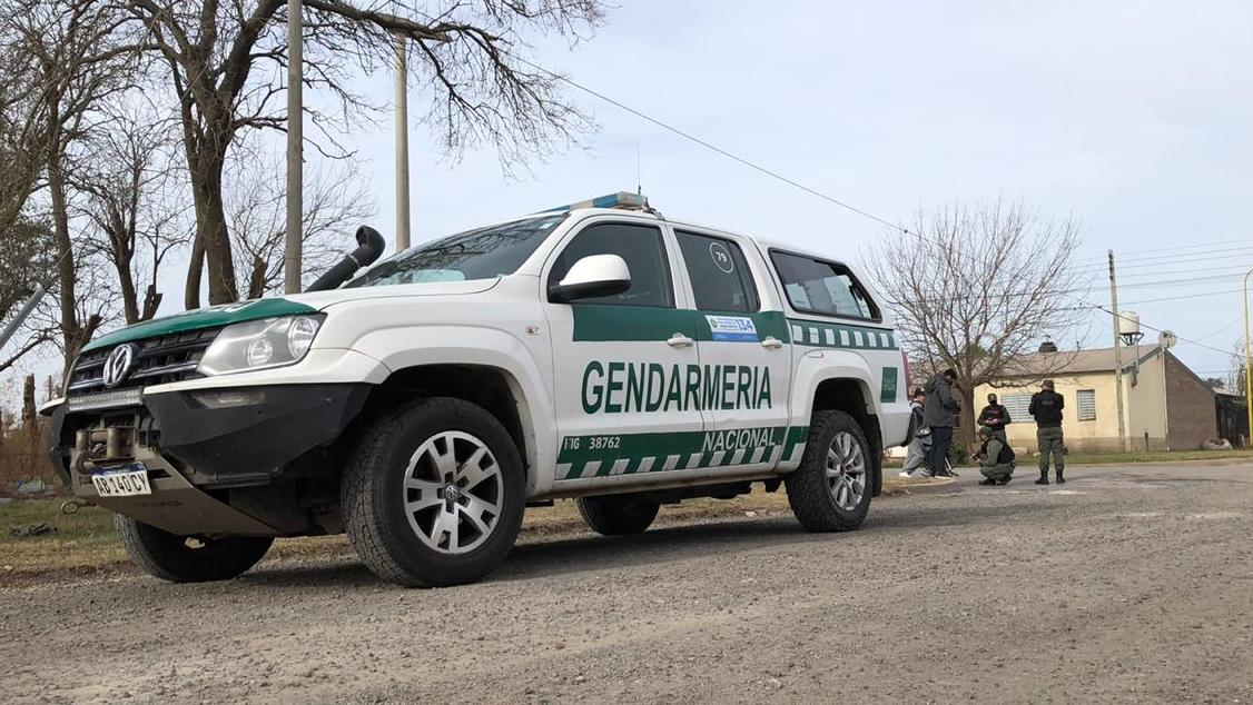 Gendarmería verifica vehículos y conductores en distintos barrios de Casilda.