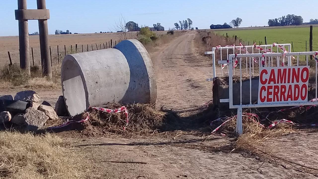 El otro vandalismo rural: romper retenes para circular ilegalmente.
