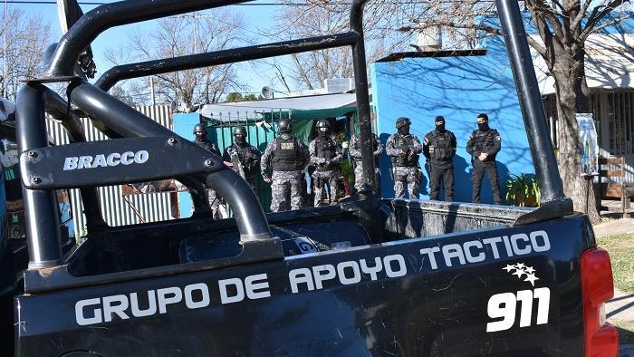 Dos hermanos detenidos por el robo al taxista. Fotos: GDV-