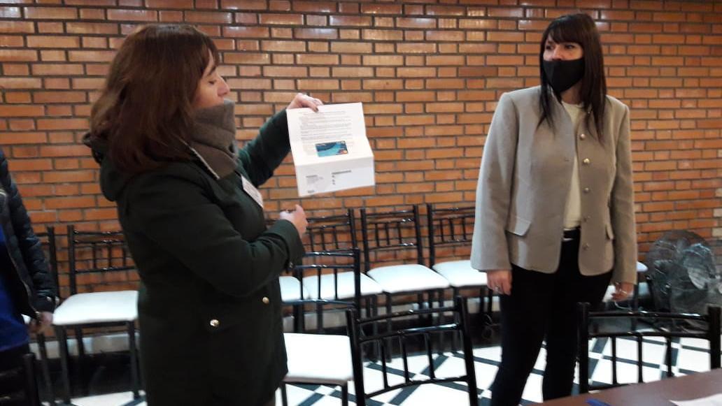 La licenciada junto a la secretaria de Desarrollo Social local, Vanina Bonavera.