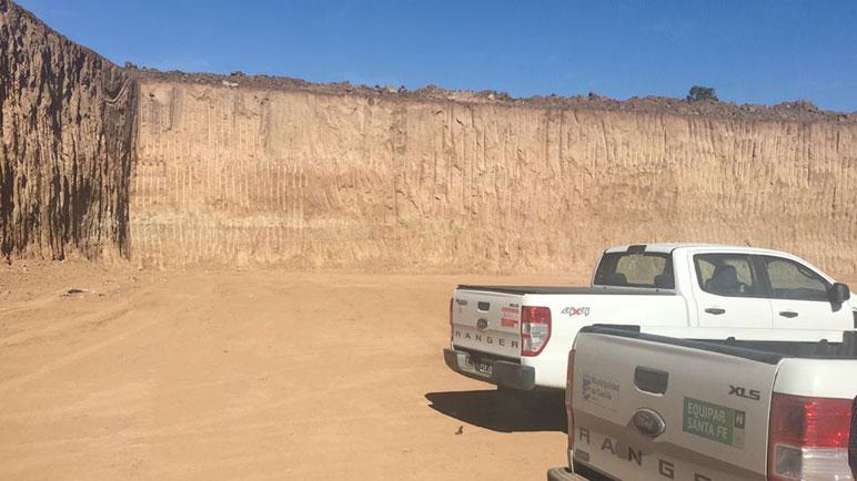 Hay una cava de posee ocho metros de profundidad.