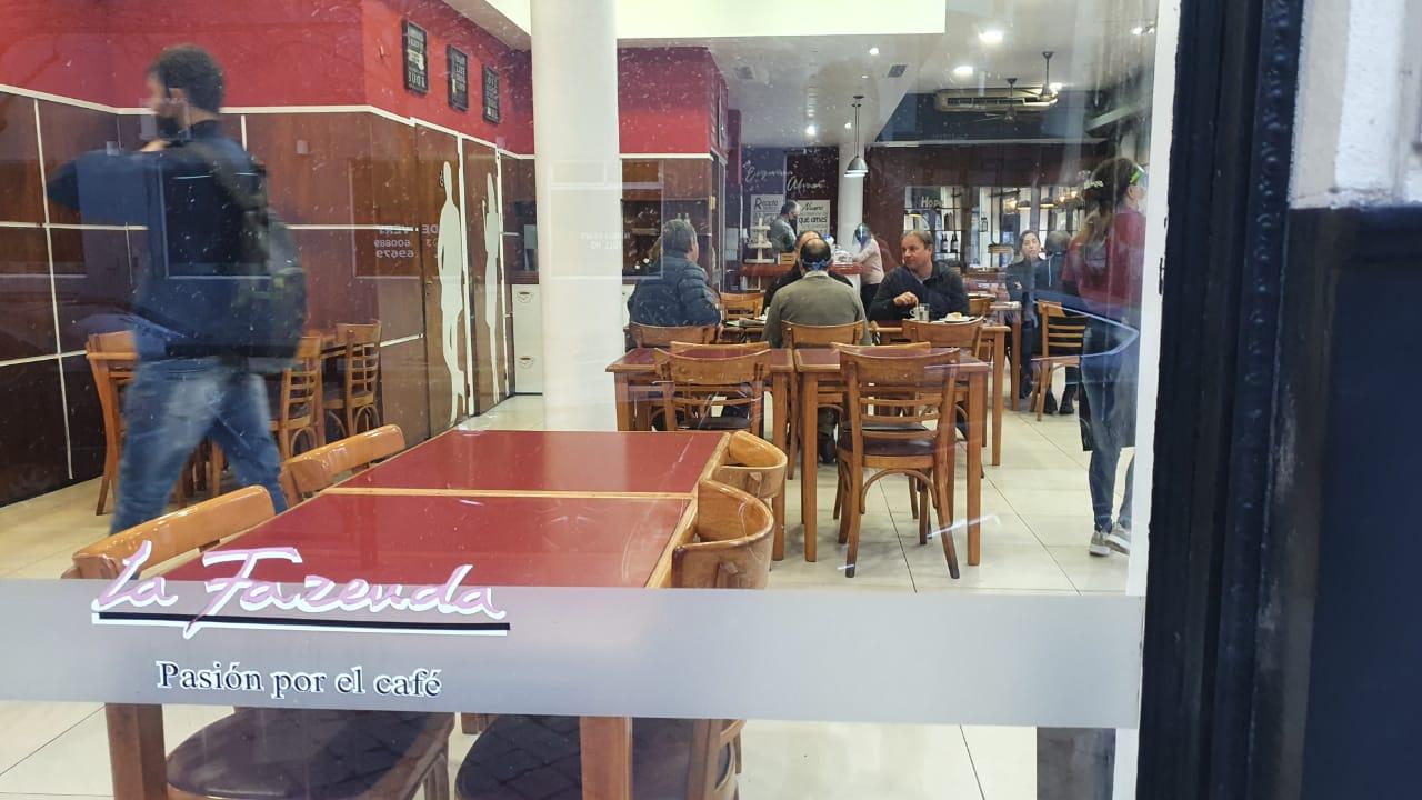 Tradicional bar deAlvear y Córdoba. (Foto: Fede Gayoso)