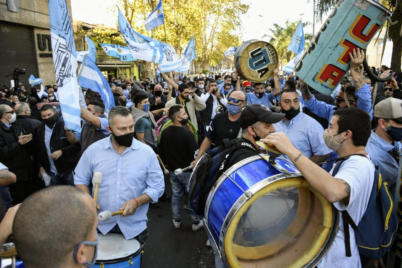 Choferes en la sede de UTA en Buenos Aires y 27 de febrero (Rosarioplus)