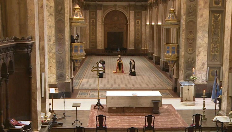 La catedral exhibió un panorama atípico en esta ceremonia.
