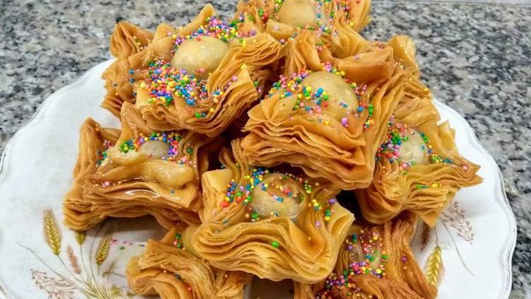 25 de Mayo de pastelitos calientes y mate dulce.