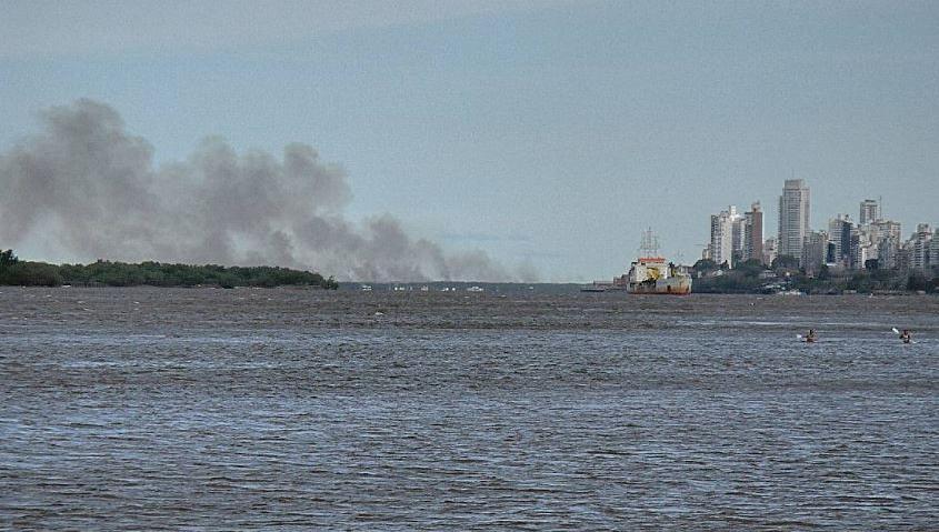 El fuego en las islas del Paraná, un viejo problema sin solución.