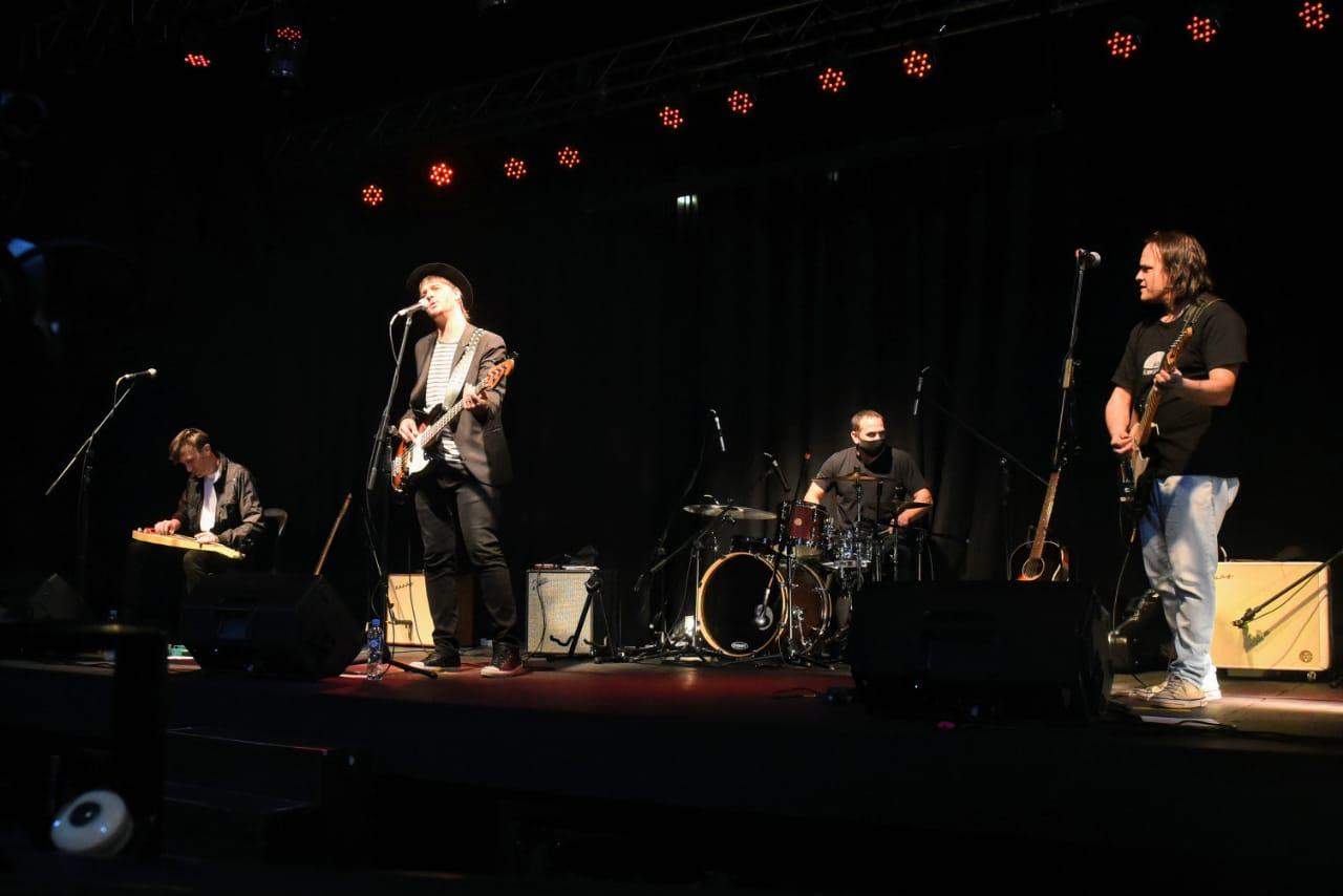 Los músicos tocaron bajo el nuevo protocolo en vivo para un público online.