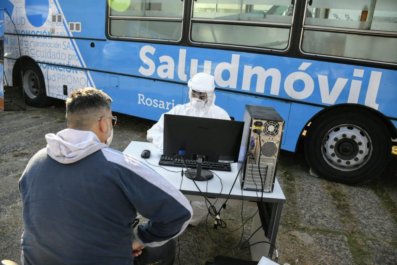 Los hisopados en territorio serán analizados en el Cemar. (Foto: Rosario Plus)