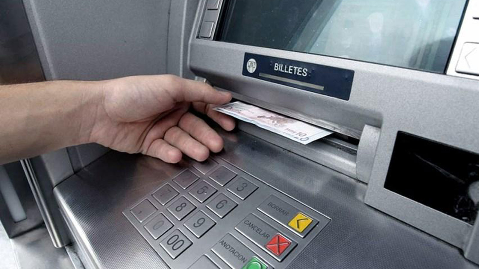 Las retenciones de bancos deben ser denunciadas.