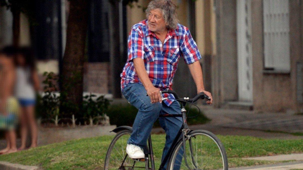 El Trinche en su bicicleta, una imagen de Rosario.