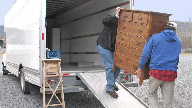 Las mudanceras pedían trabajar, y los inquilinos pedían que los dejaran mudarse.