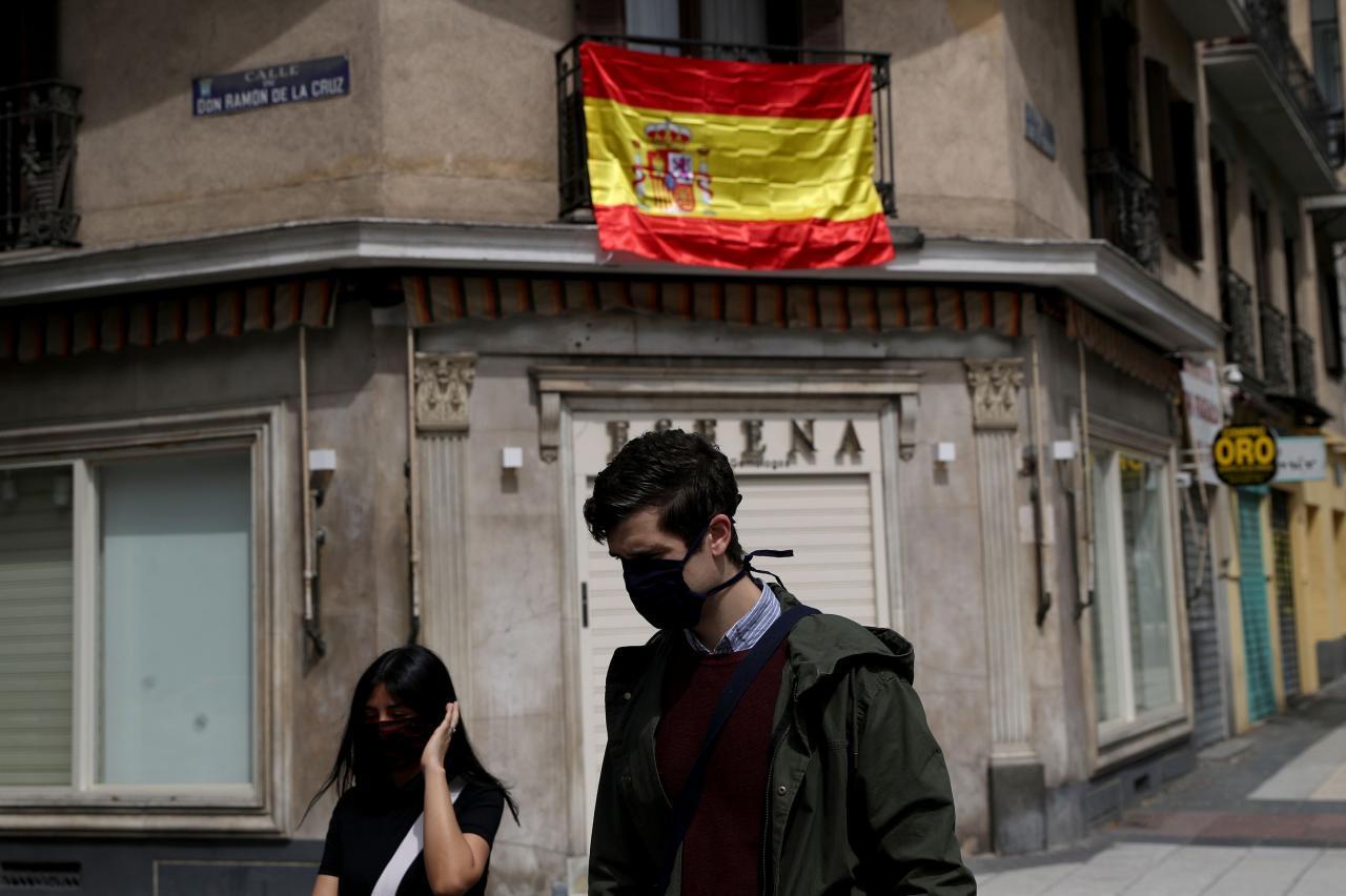 El gobierno español analiza ir flexibilizando la cuarentena.