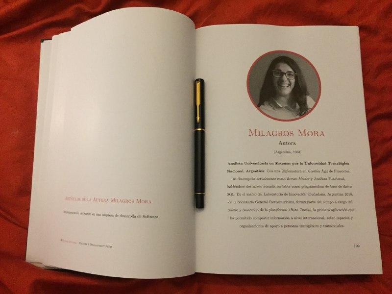 El libro en su edición en papel, abierto en el fragmento de Mora.