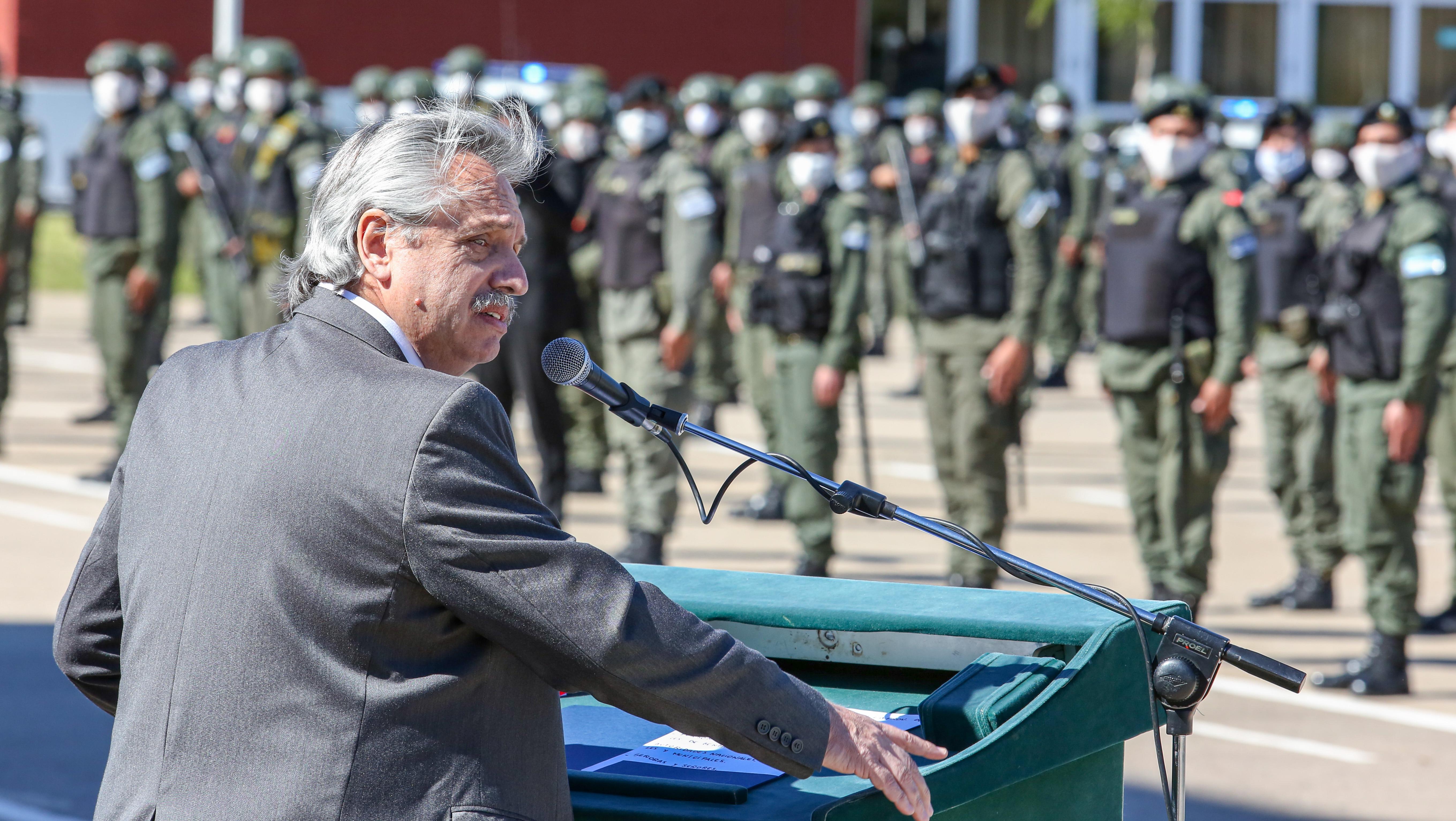 Fernández encabezó un acto en la Escuela Nacional de Gendarmería (Télam)