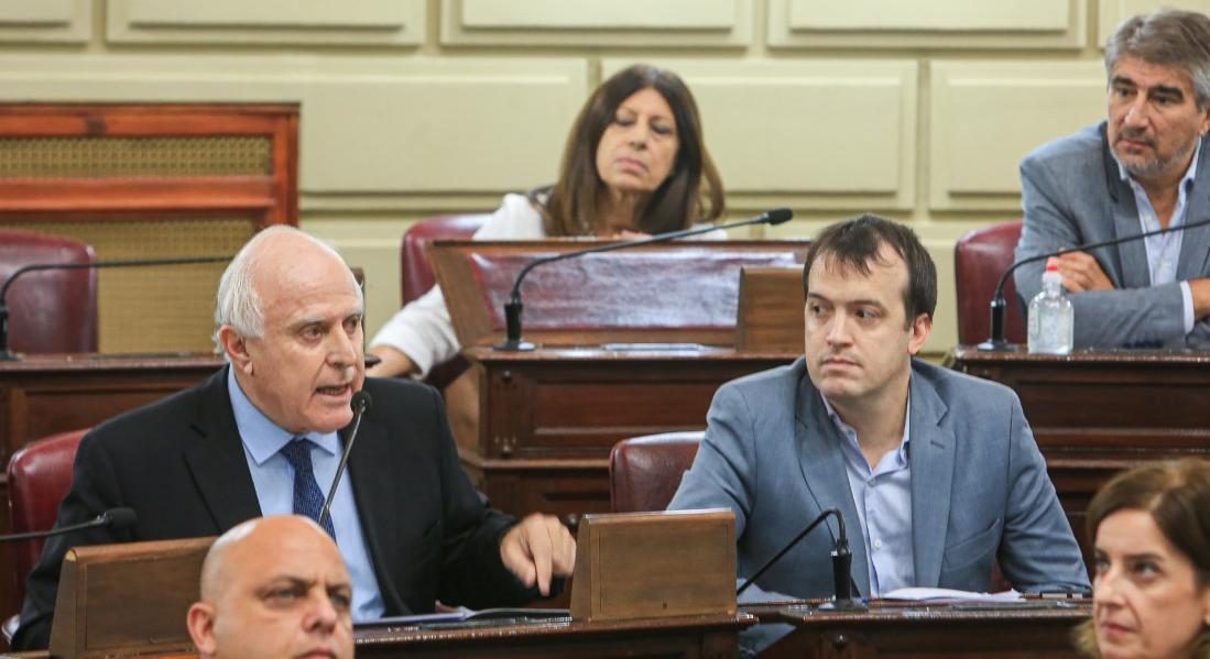 Lifschitz y Blanco en la sesión. La oposición se abstuvo para que el PJ vote solo.