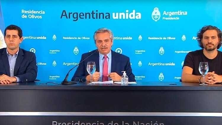 Alberto habló en conferencia.