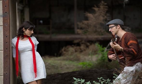 Sauce Rojo es un dúo de rosarinos que suenan tango, folclore y música latinoamericana.
