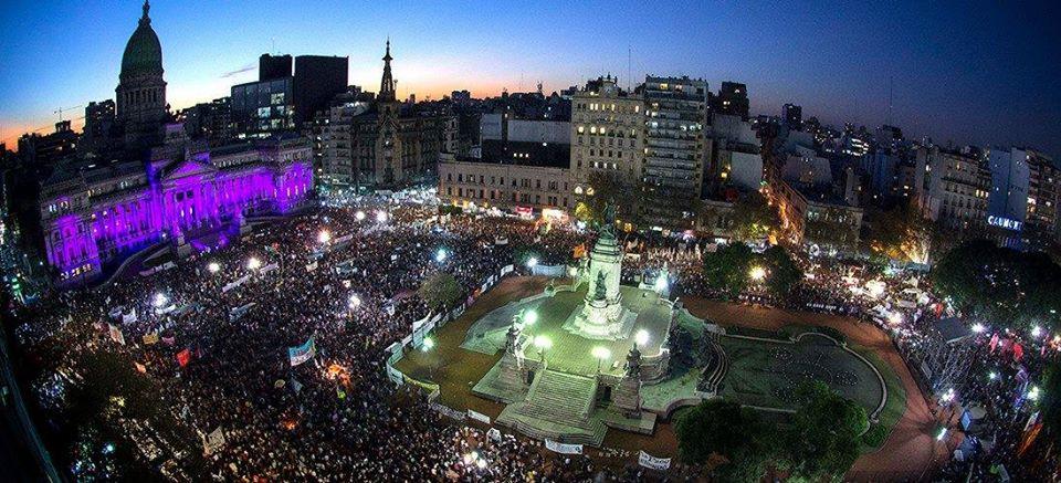 El 3 de junio de 2015 el Congreso violeta se rodeó de ciudadanos contra el femicidio