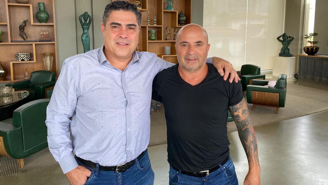 Sergio Sette Camara, el presidente del club junto al 'Zurdo' este domingo.
