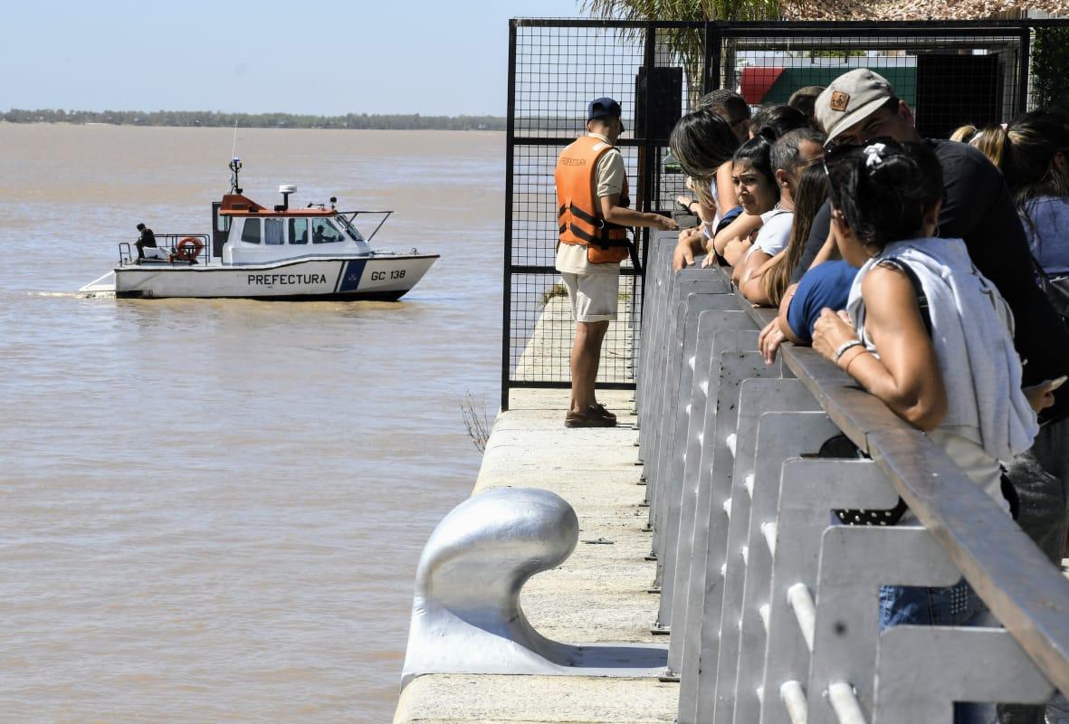 Rastrillajes en el río en busca de Carlos Orellano (Rosarioplus)