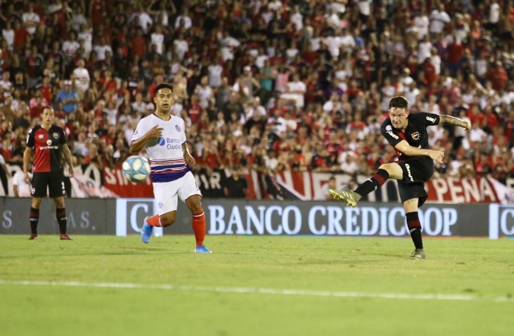 Aníbal Moreno en el remate que terminaría en gol (@CANOBoficial)