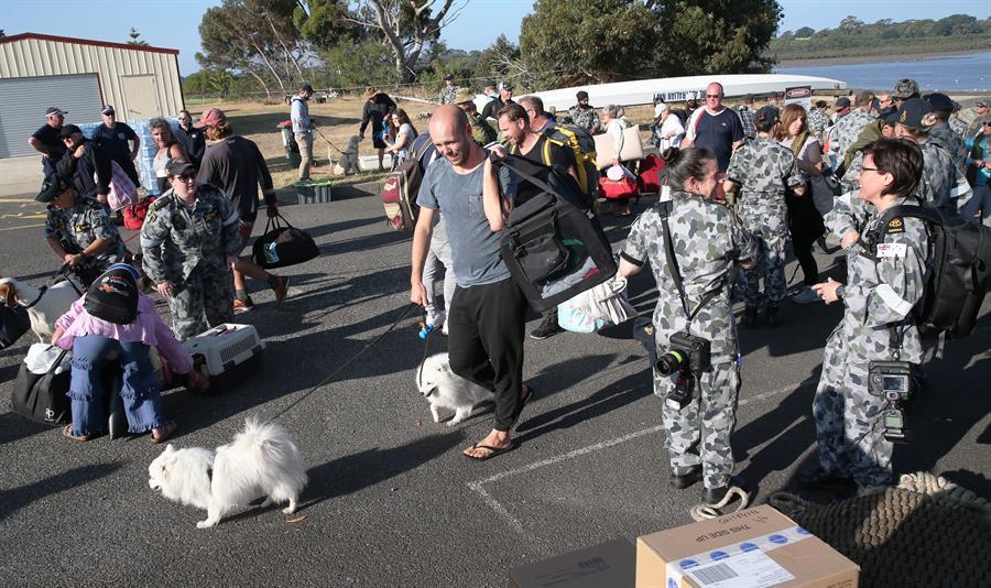 El ejército profundizó las tareas de evacuación de población civil.