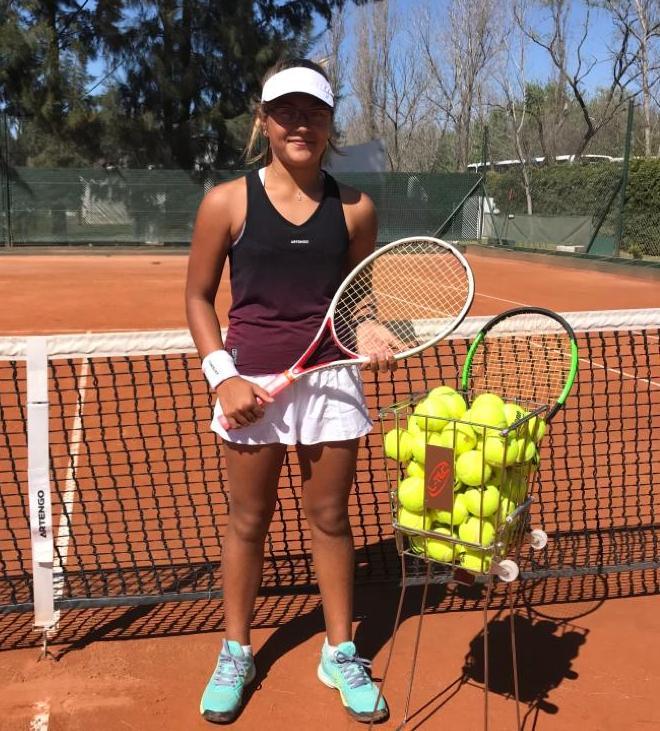 La joven promesa del tenis local se llama Luisina, y tiene una carrera por delante.