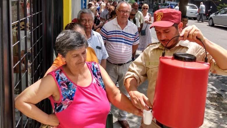 La Municipalidad ayudó con agua cuando la temperatura se elevaba.