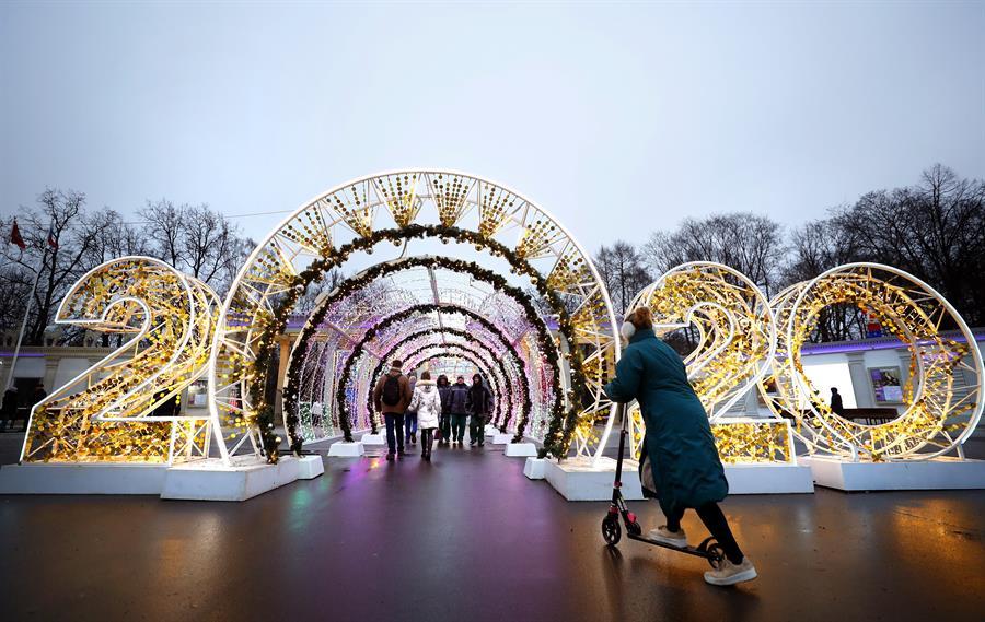 Las calles de Moscú, Rusia, repletas de luces.