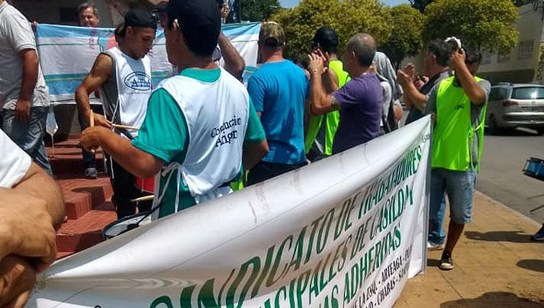 Los trabajadores y la comuna nuevamente en conflicto.