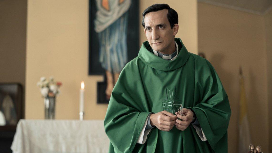 Minujín en la piel de un Bergoglio joven.