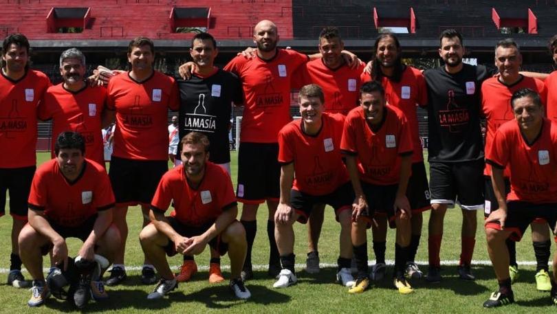 Los ex futbolistasrojinegros participaron de un partido organizado por LaMasía.