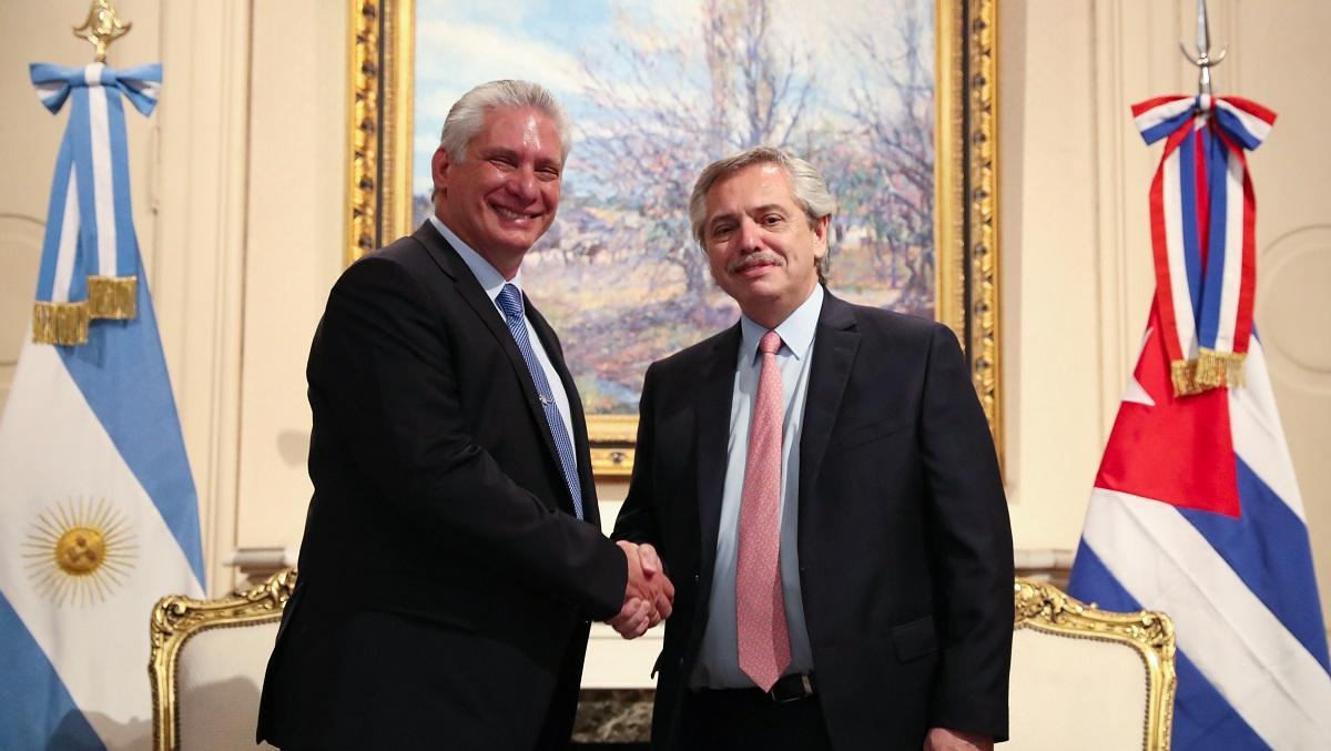 El presidente tuvo que recibir en otro salón a su par de Cuba, Miguel Díaz - Canel.