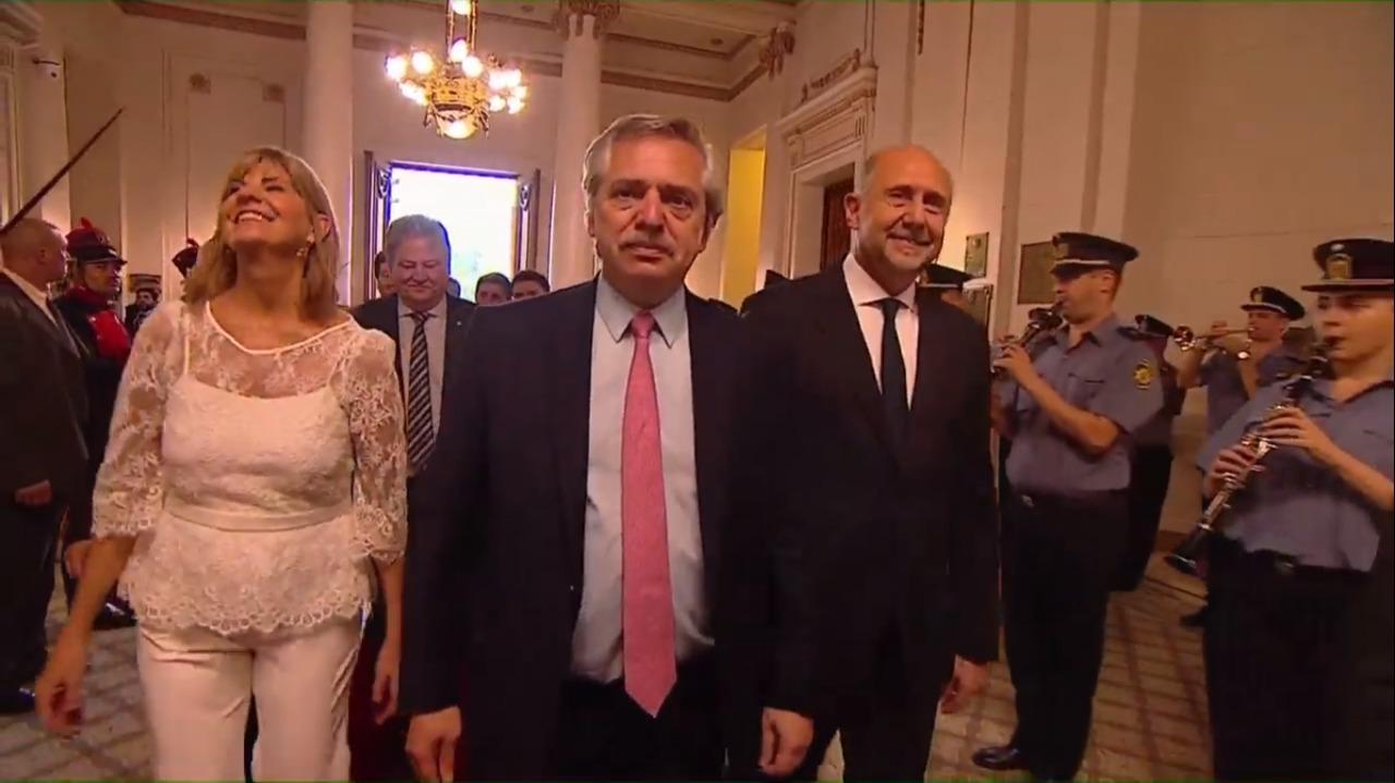 Alberto Fernández llegó para la jura.