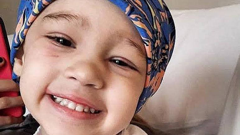 La pequeña Paulina necesita costear su tratamiento en Barcelona.