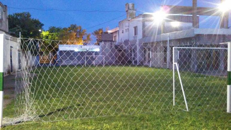 En la parte trasera de la sede funcionó una escuelita de fútbol. Duró poco.