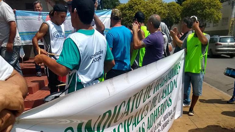 Los trabajadores comunales de Chabás siguen firmes en la lucha.