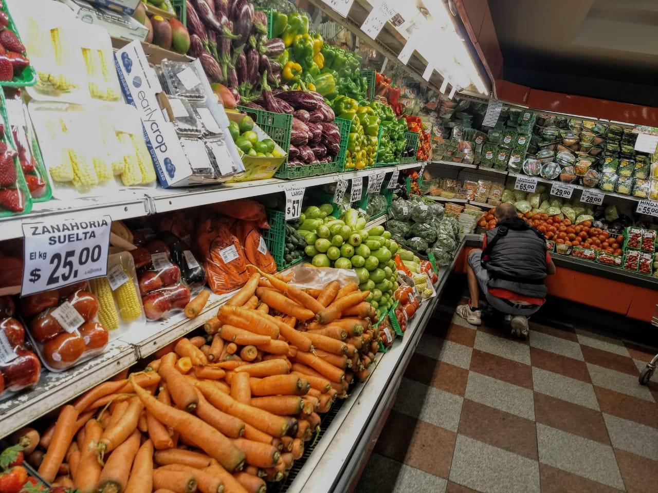 Una familia tipo destinó no menos de 26.000 pesos para comprar los alimentos básicos.