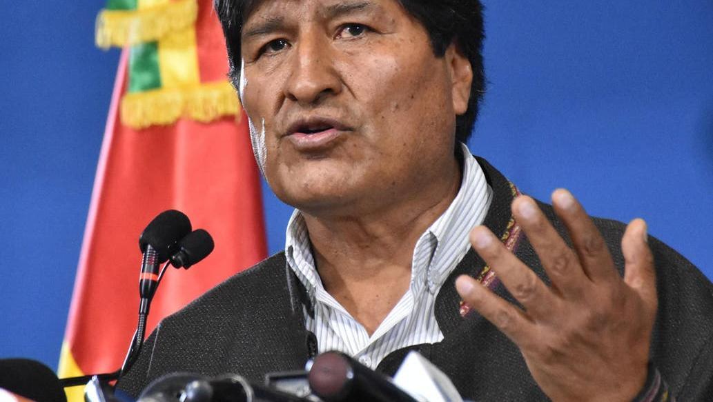Tras la presión de las FFAA, el presidente de Bolivia dejó su cargo.
